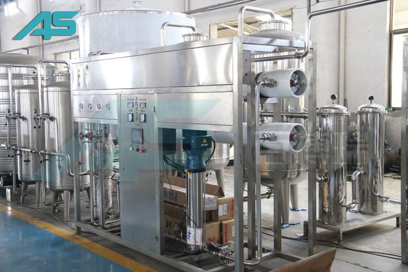 含气饮料灌装机采用单头柱塞式定量充填装置